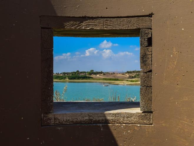 window-2803532_1920